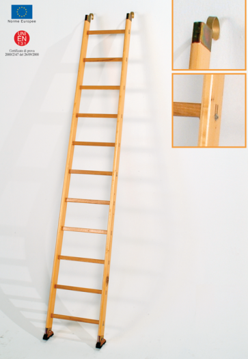 scala-in-legno-semplice-di-appoggio-a-pioli